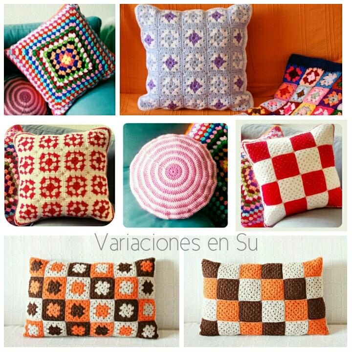 Diferentes cojines tejidos a ganchillo, de formas cuadradas, rectangulares y circulares, muchos de ellos hechos con granny squares.