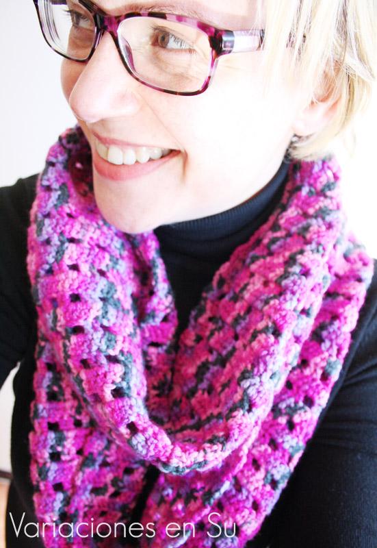 Cuello de ganchillo, calado, tejido en lana multicolor en tonos malva.