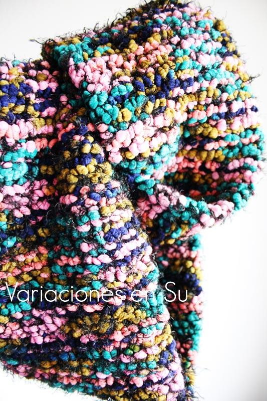 Maxi cuello de punto, tejido a dos agujas con lana multicolor.
