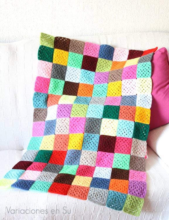 The Random Blanket (Work in Progress). Manta de ganchillo formada por granny squares de muchos colores, en proceso de realización.